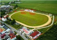greyhound_race_track_Praskacka.jpg