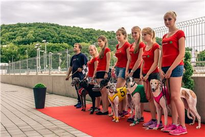 24_Chrti_dostihy_Greyhound_Racing_Park_Praha_Czech_International_Derby_steward.jpg